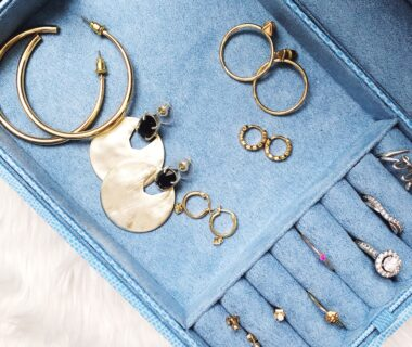 The best dainty earrings for everyday